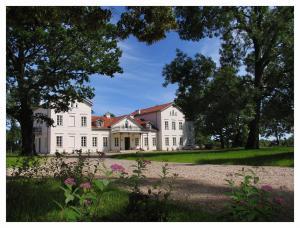 . Pałac Łochów