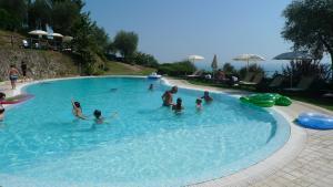 Residence Borgo Degli Ulivi, Apartmánové hotely  Gardone Riviera - big - 23
