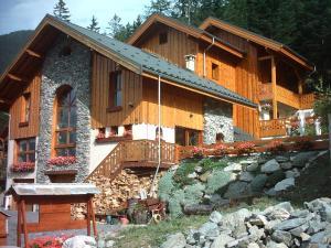 Location gîte, chambres d'hotes Chalet Deleglise 1 dans le département Savoie 73