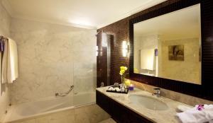 Carlton Tower Hotel, Hotely  Dubaj - big - 6