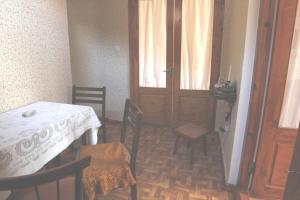 Guesthouse Pirosmani, Vendégházak  Borzsomi - big - 17