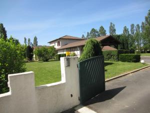 Location gîte, chambres d'hotes Parc de la Charmille dans le département Ain 1