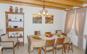 Villa Livadi, Vily  Magouládes - big - 9