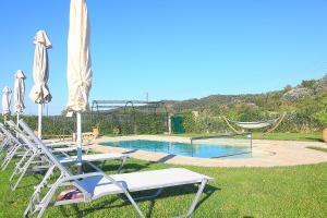Villa Livadi, Vily  Magouládes - big - 14