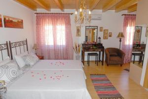 Villa Livadi, Vily  Magouládes - big - 15