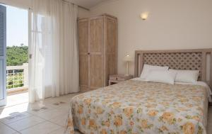 Classic Double or Twin Room with Partial Sea View