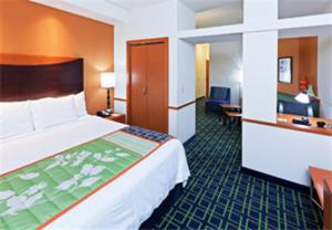 Fairfield Inn and Suites by Marriott Tulsa Southeast-Crossroads Village