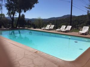Mountain Trail Lodge and Vacation Rentals, Лоджи  Окхерст - big - 21