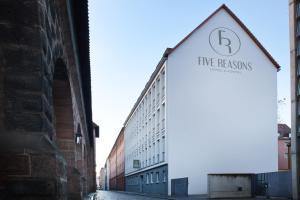 Five Reasons Hostel & Hotel