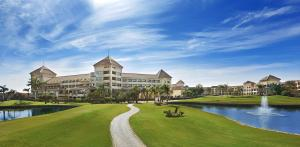 Hilton Pyramids Golf, Имени 6 октября