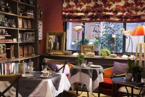 Location gîte, chambres d'hotes Hotel Le Petit Chomel dans le département Paris 75