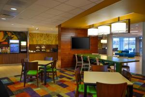 Fairfield Inn & Suites by Marriott Canton South, Hotel  Canton - big - 26