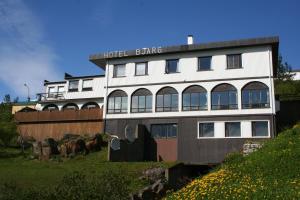 Hotel Bjarg - The Hotel Over The Stream - Hallormsstaður