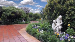 Tranquil Gardens Bairnsdale, Bed and breakfasts  Bairnsdale - big - 1