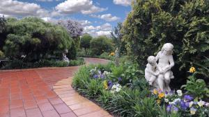 Tranquil Gardens Bairnsdale, Отели типа «постель и завтрак»  Bairnsdale - big - 1