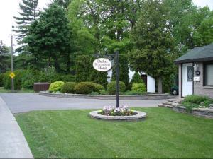 Chalet Beaconsfield Motel - Accommodation - Beaconsfield