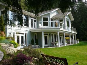 Discovery Place Retreat - Accommodation - Roberts Creek