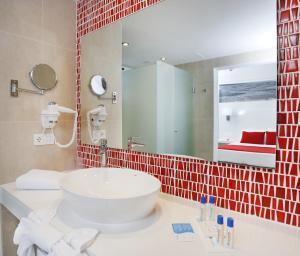 Aequora Lanzarote Suites, Hotely  Puerto del Carmen - big - 76