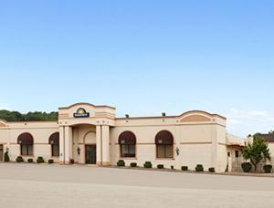 Days Inn by Wyndham Butler Conference Center - Hotel - Butler