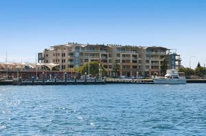 Riverside Holiday Apartments