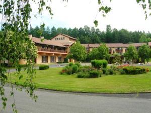Location gîte, chambres d'hotes Village De Vacances La Chataigneraie dans le département Cantal 15