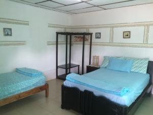 Standard Triple Room Dim's Hostal