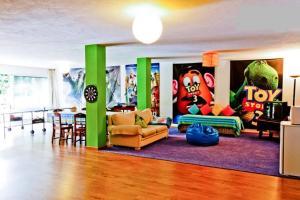 Coloured Studio, Faro