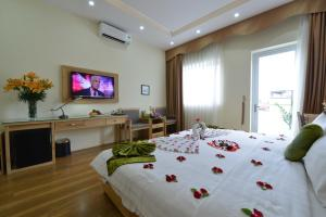 Blue Hanoi Inn Hotel