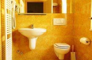 Albergo Al Caminetto, Hotels  Nago-Torbole - big - 18