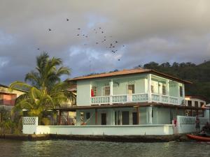 . Casa del Rayo Verde, Hotelito Solidario