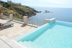 Beach Villa Pantheon, Vily  Pomos - big - 47