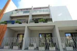 Melrose Apartments