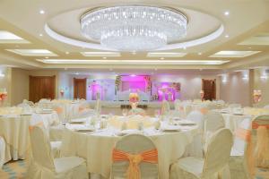 Coral Beach Resort Sharjah, Курортные отели  Шарджа - big - 35