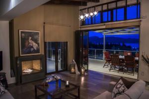 Luxurious Villa Kastro with Salt Water Swimming Pool, Виллы  Никиана - big - 1