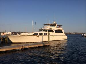 Ocean Romance Dockside Bed & Breakfast Yacht, Отели типа «постель и завтрак»  Ньюпорт - big - 35