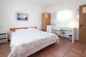 Gil's Guest Rooms, Гостевые дома  Неве-Зоар - big - 5