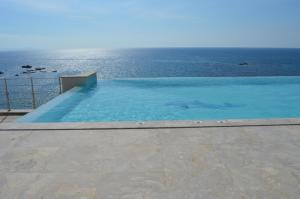 Beach Villa Pantheon, Vily  Pomos - big - 50