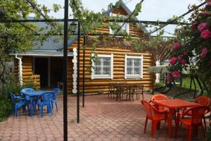 Отель Blue Roof Holiday Home