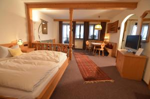 Seehotel Grauer Bär, Отели  Кохель - big - 53