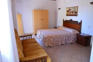 La Vecchia Montagna B&B, Bed and breakfasts  Gonnesa - big - 2