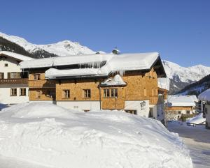 Hotel Garni Albona - Accommodation - St. Anton am Arlberg