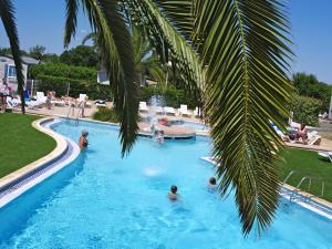 Camping Les Jardins D'Elsa - Hotel - Vias