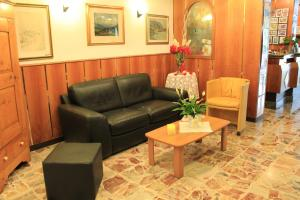 Hotel Angelini, Hotels  Nago-Torbole - big - 27
