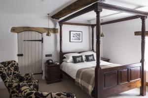 Tudor Farmhouse (11 of 60)
