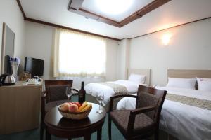 Tongyeong Tourist Hotel, Szállodák  Thongjong - big - 17