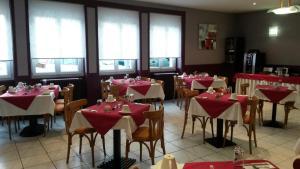 Hôtel de La Cloche, Hotel  Dole - big - 27