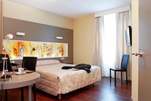 Hôtel de La Cloche, Hotel  Dole - big - 3