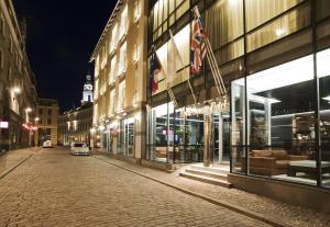 Royal Square Hotel & Suites