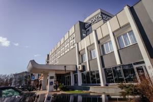 Отель Волга, Родня