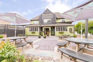 Mayflower Bar, Eatery & Boutique Inn - Hathersage